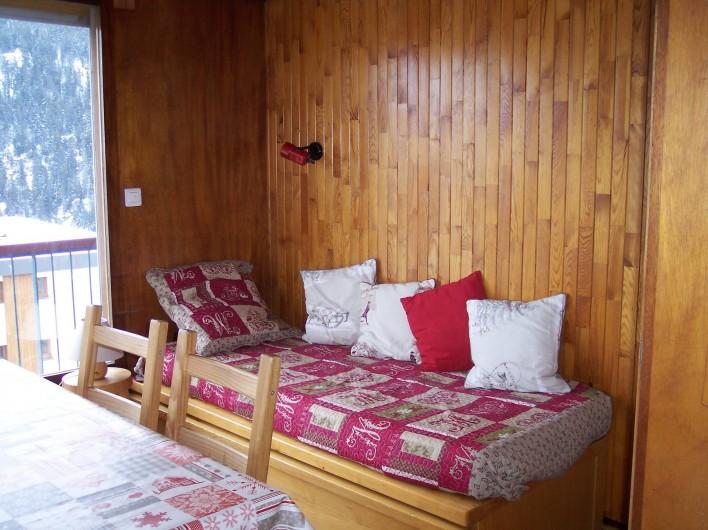 Location de vacances - Appartement à Courchevel 1650 (Moriond) - Salle à manger Banquette lit-gigogne