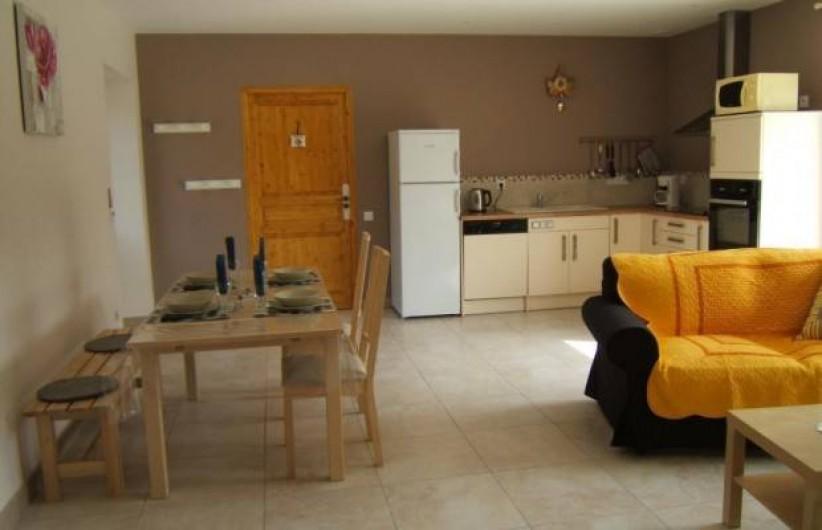 Location de vacances - Gîte à Argenteuil-sur-Armançon - Séjour avec coin cuisine