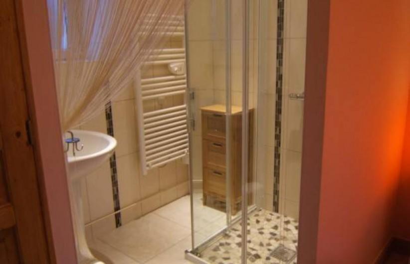 Location de vacances - Gîte à Argenteuil-sur-Armançon - Salle de bains de la chambre parentale