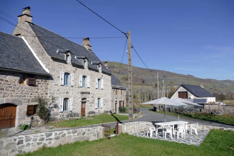 Location de vacances - Mas à Lavigerie - Vue du jardin