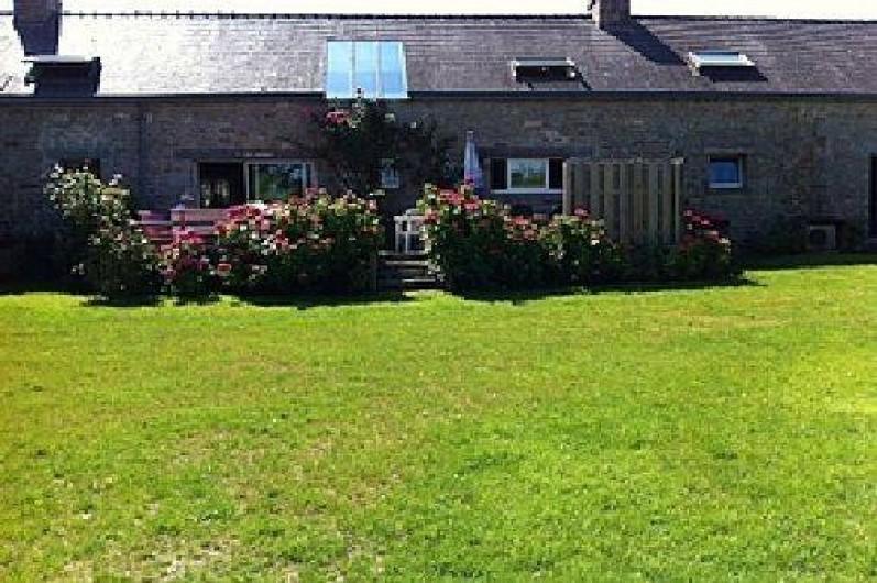 Location de vacances - Gîte à Ploemeur - Grand jardin clos et terrasse