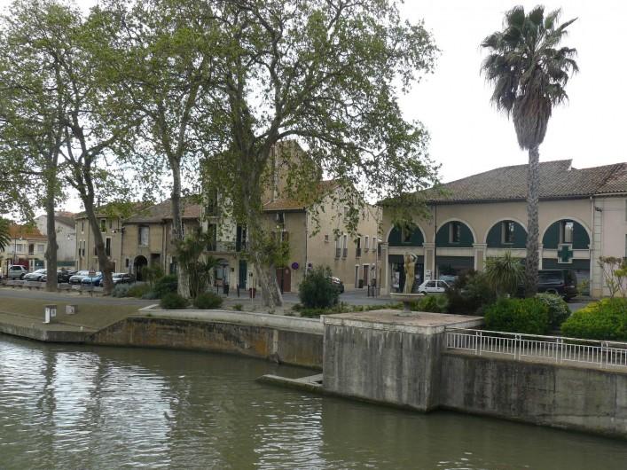 Location de vacances - Chambre d'hôtes à Villeneuve-lès-Béziers - Un village au bord du Canal du Midi