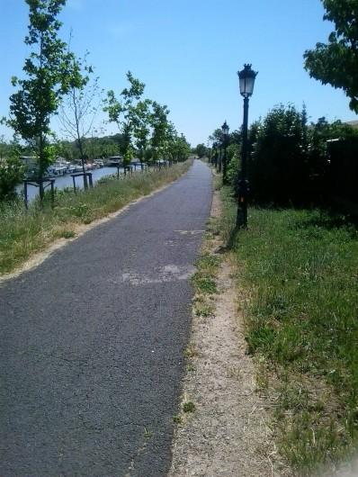 Location de vacances - Chambre d'hôtes à Villeneuve-lès-Béziers - Pistes cyclables le long du Canal du Midi