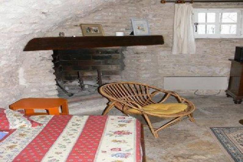 Location de vacances - Gîte à Goult - Séjour et sa cheminée