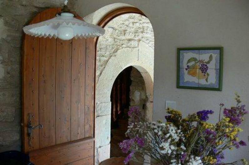 Location de vacances - Gîte à Goult - Accès à la terrasse depuis la cuisine