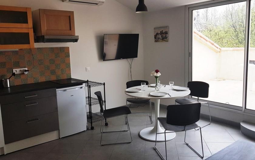 Location de vacances - Appartement à Charleval - le coin repas de l'appart 5