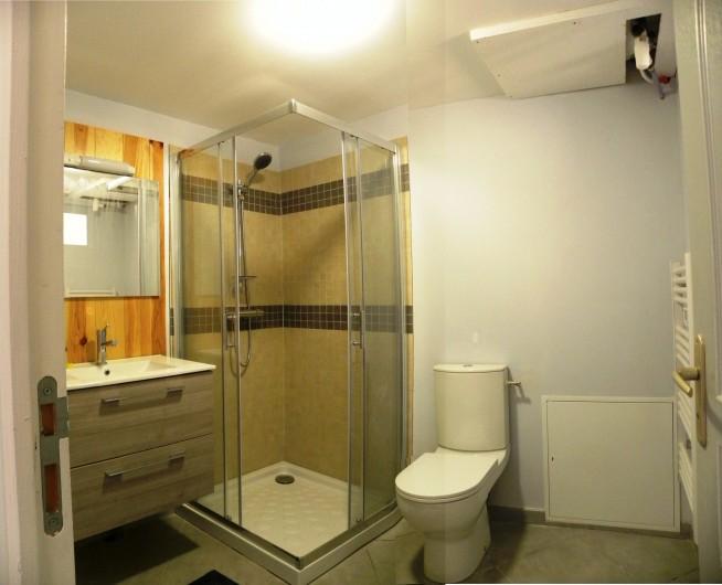 Location de vacances - Appartement à Charleval - la vaste salle d'eau de l'appart 5