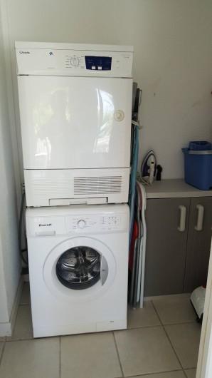 Location de vacances - Appartement à Saint-François - buanderie avec son lave linge et sèche linge,