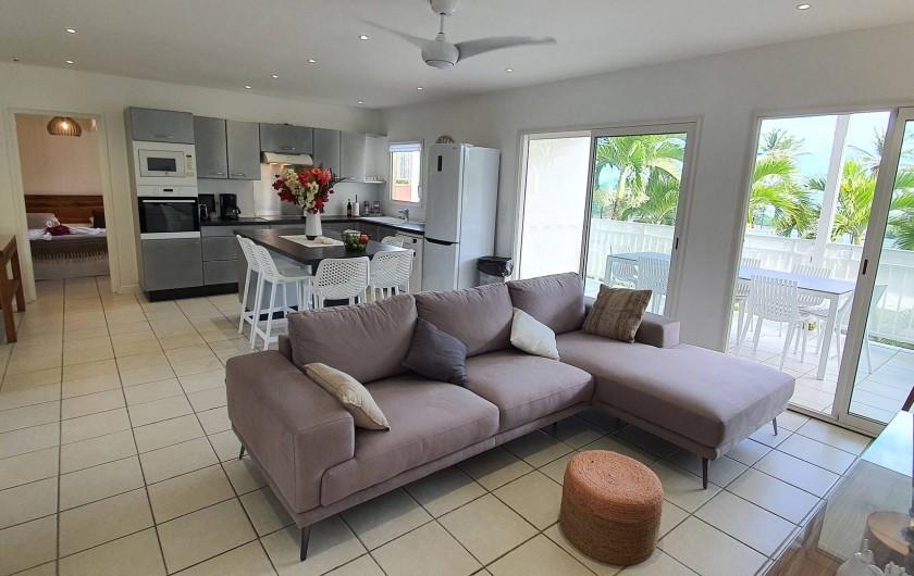 Location de vacances - Appartement à Saint-François - pièce de vie,avec son salon d'angle