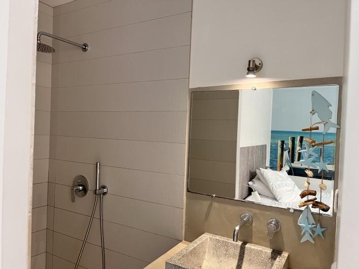 Location de vacances - Villa à Calvi - Jardin, transats, barbecue