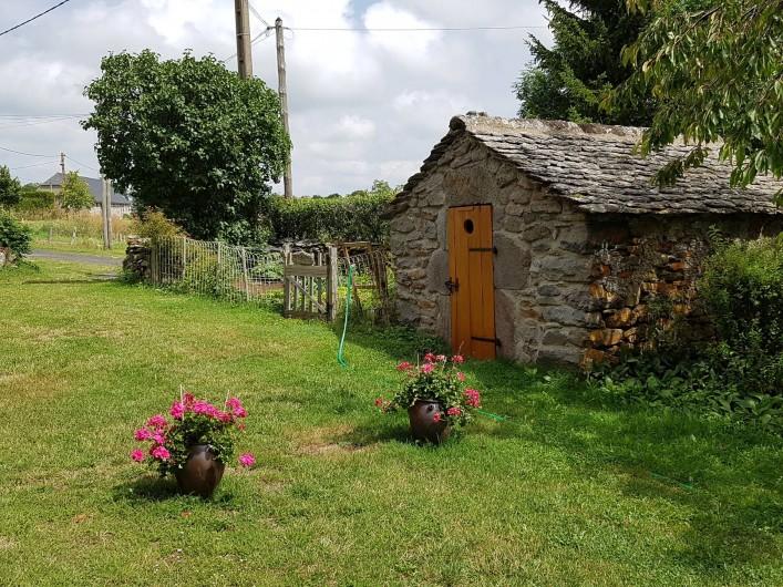 Location de vacances - Villa à Valuéjols - Jardinet devant de porte