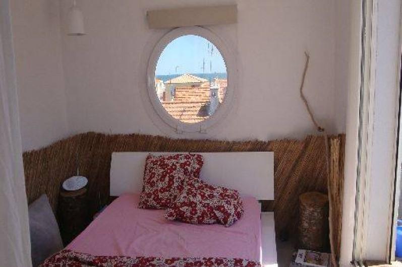 Location de vacances - Maison - Villa à Saint-Cyprien - Chambre sur la terrasse face à la mer
