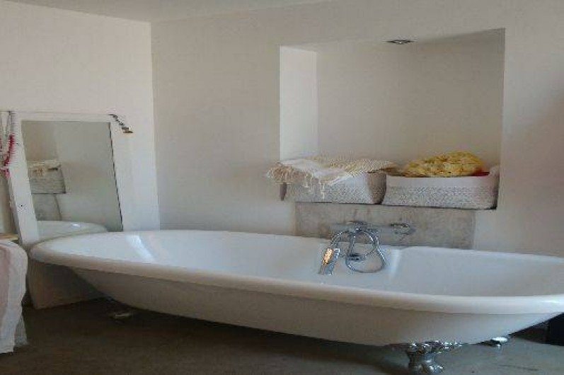 Location de vacances - Maison - Villa à Saint-Cyprien - Salle de bain avec douche à l'italienne aussi.
