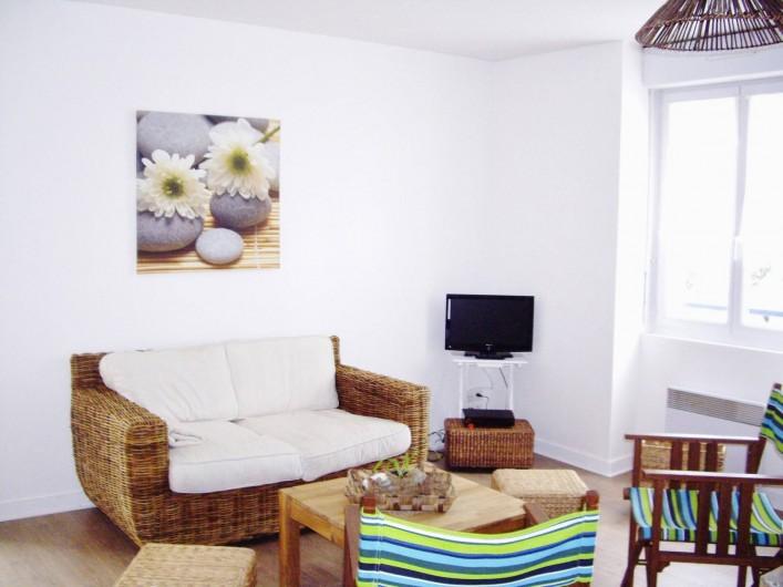"""Location de vacances - Appartement à Saint-Brevin-les-Pins - Bord de Mer Appartement Vacances : Salon esprit """"Mer et Nature"""" accès WI-FI"""
