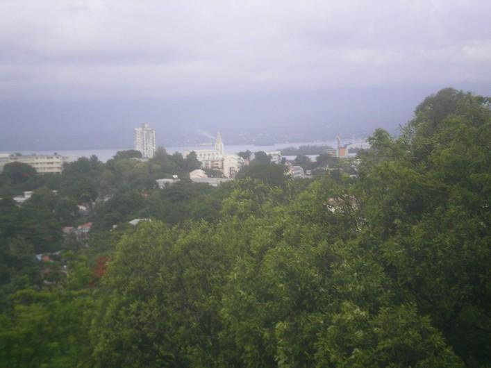 Location de vacances - Appartement à Les Abymes - Une vue panoramique sur Pointe à Pitre