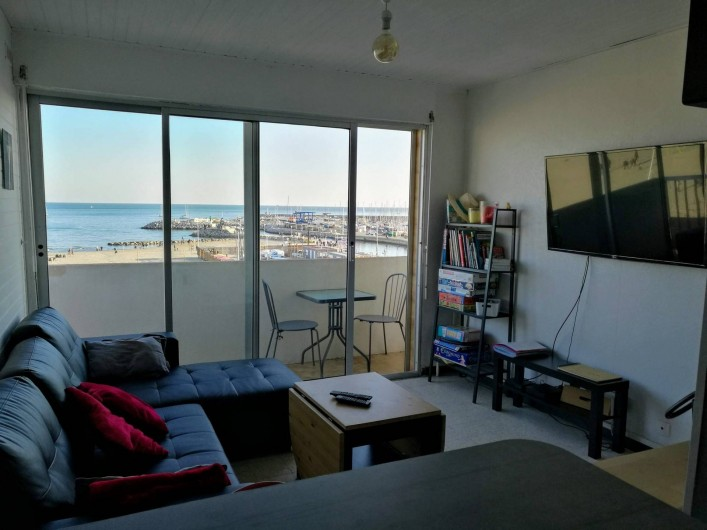 Location de vacances - Appartement à Palavas-les-Flots - Vue de la cuisine sur salon et balcon