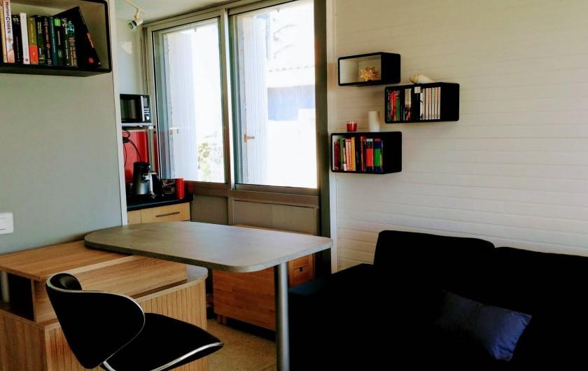 Location de vacances - Appartement à Palavas-les-Flots - Vue  du salon vers la cuisine