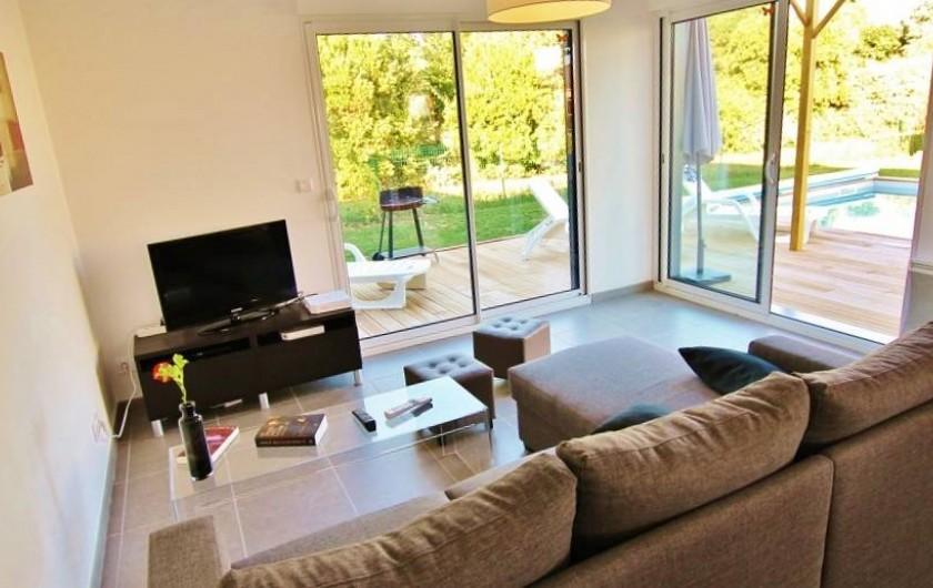 Location de vacances - Villa à Saint-Vincent-sur-Jard - salon avec TV, Dvd, wifi et enceintes multimédia