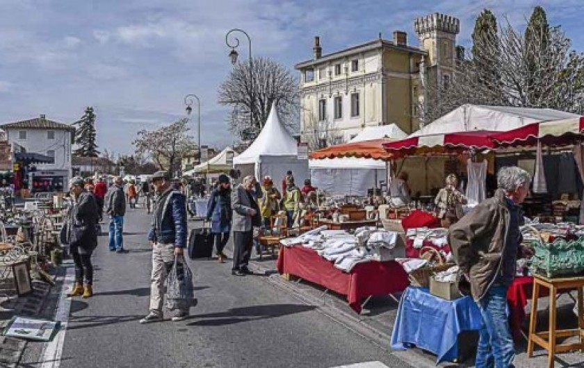 Location de vacances - Studio à L'Isle-sur-la-Sorgue - Le Marché du Jeudi et du Dimanche le long de la Sorgue