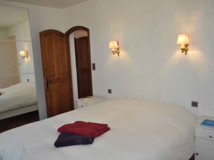 Location de vacances - Villa à Saint-Génies-de-Malgoirès - Chambre avec Grand lit