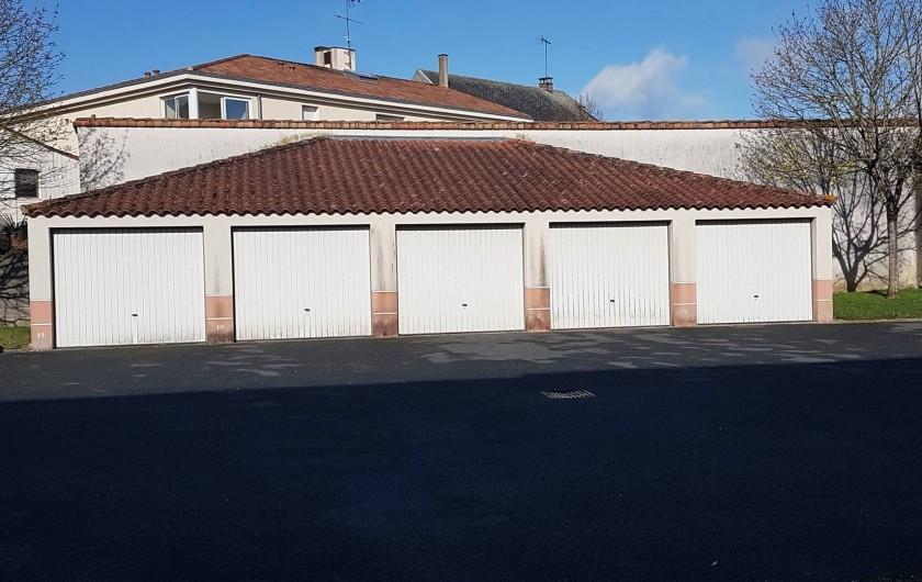 Location de vacances - Appartement à Les Herbiers - Garage  portail central