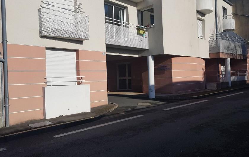 Location de vacances - Appartement à Les Herbiers - entrée de l'immeuble 35 rue Saint Jacques