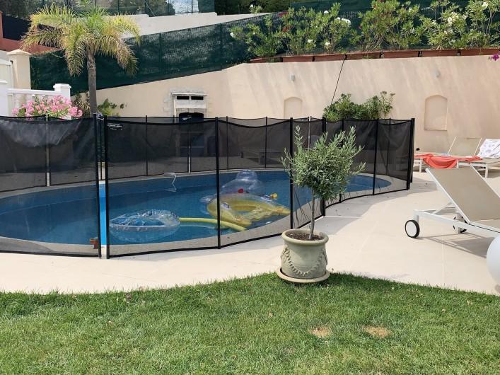 Location de vacances - Villa à Cagnes-sur-Mer - sur demande, un barriere textile peut etre installée. Fence available for pool