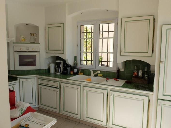 Location de vacances - Villa à Cagnes-sur-Mer - Cuisine Kitchen