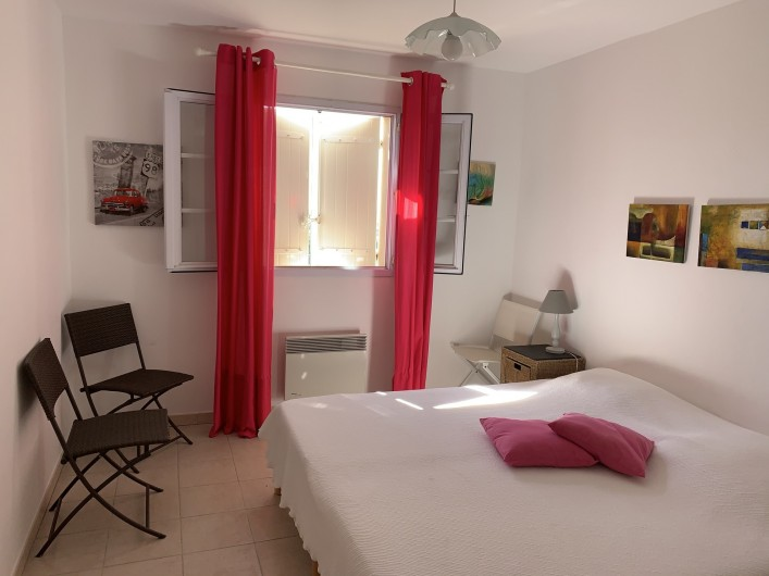 Location de vacances - Villa à Cagnes-sur-Mer - Chambre fuchsia #3