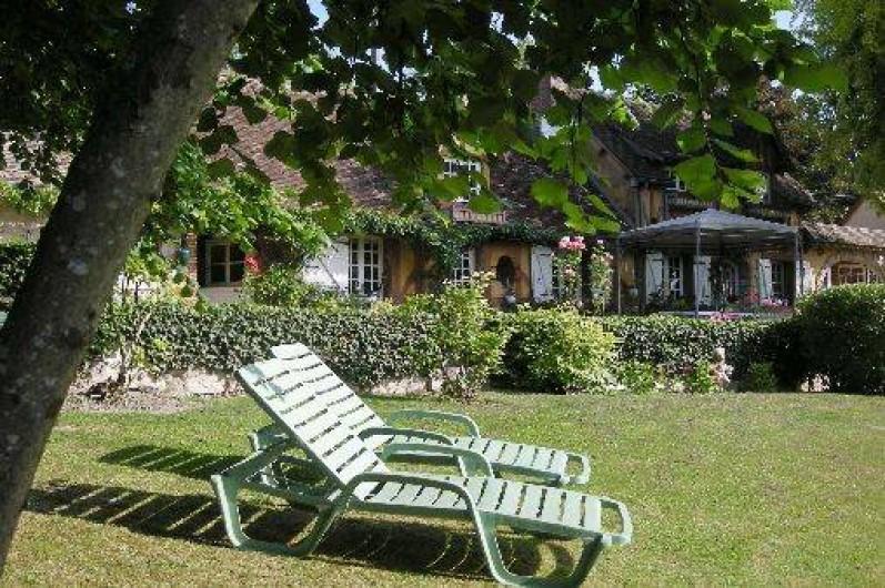 Location de vacances - Chambre d'hôtes à Les Andelys - Un petit coin de repos sous les noisetiers