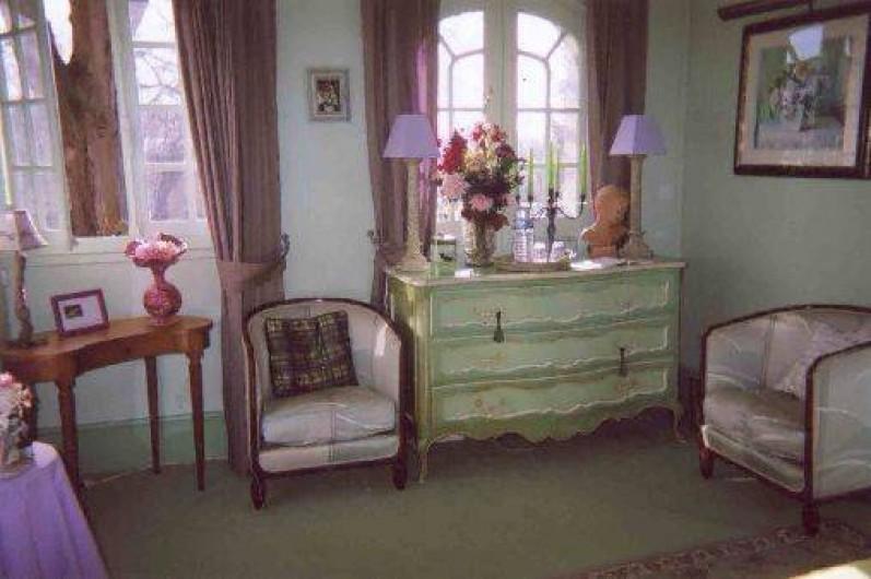 Location de vacances - Chambre d'hôtes à Les Andelys - Vue de la chambre sur le jardin