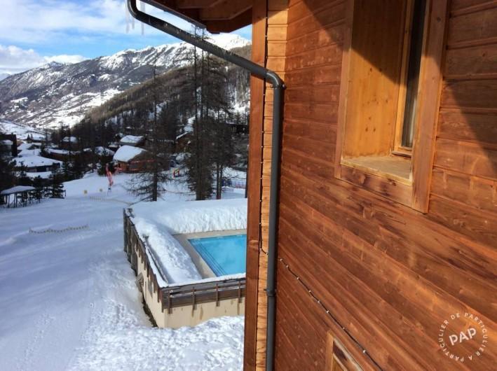 Location de vacances - Appartement à Les Claux - Vue sur la piscine  partagée de pierre & vacances