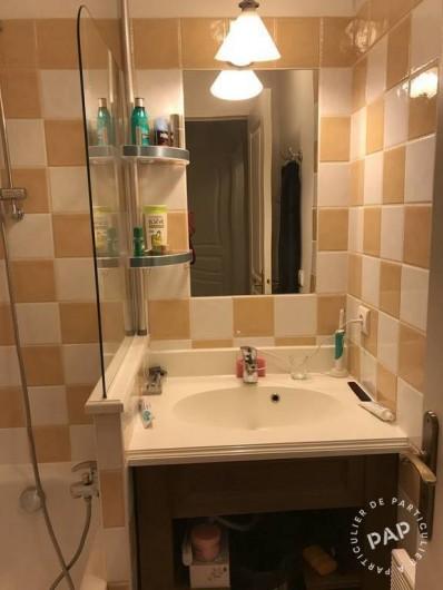Location de vacances - Appartement à Les Claux - salle de bain avec baignoire