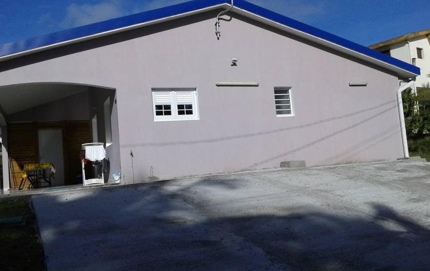 Location de vacances - Villa à Sainte-Anne - parking
