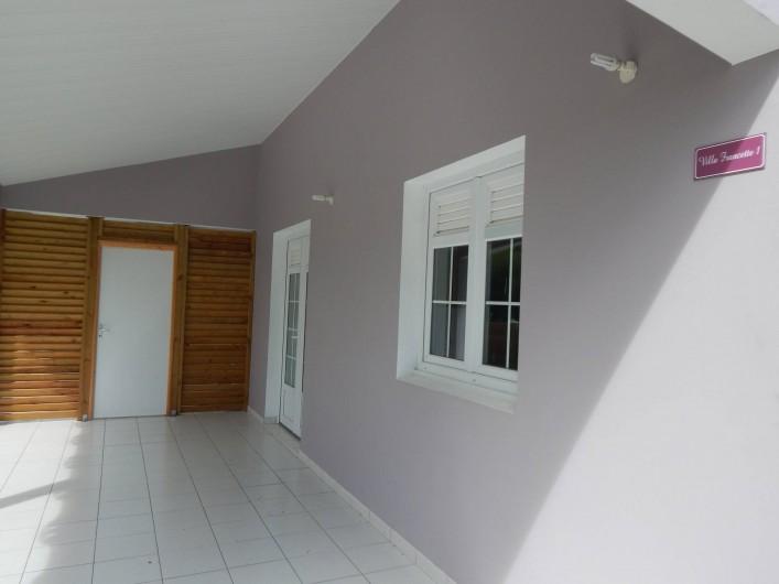 Location de vacances - Villa à Sainte-Anne - véranda appartement 1