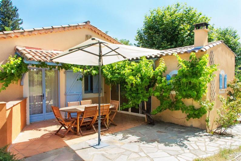 Location de vacances - Gîte à Chateauvert - Terrasse ouverte