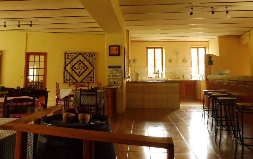 Location de vacances - Gîte à Vernoux-en-Vivarais - Une partie de la salle à manger