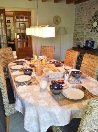 Location de vacances - Chambre d'hôtes à Ardin - Salle des repas