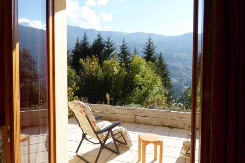 Location de vacances - Chalet à Verchaix - View from Rez de Jardin TV room