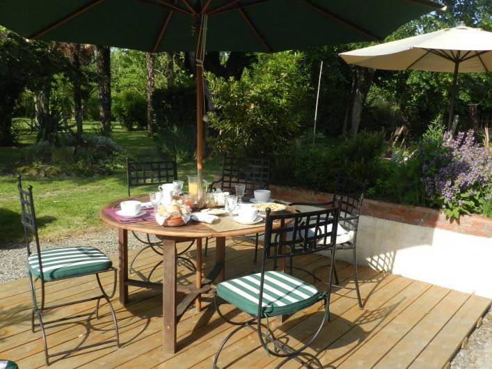 Location de vacances - Chambre d'hôtes à Saint-Thomas - Petit-déjeuner en terrasse
