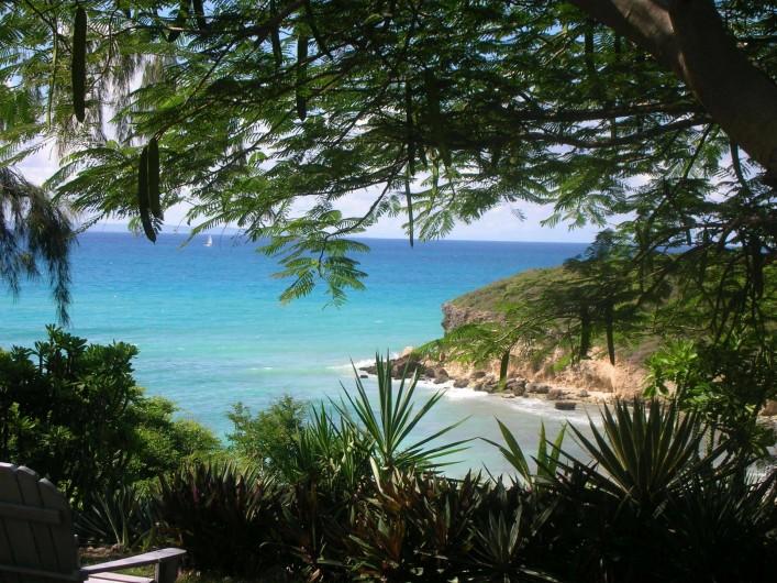 Location de vacances - Villa à Sainte-Anne - Vue au bout du jardin