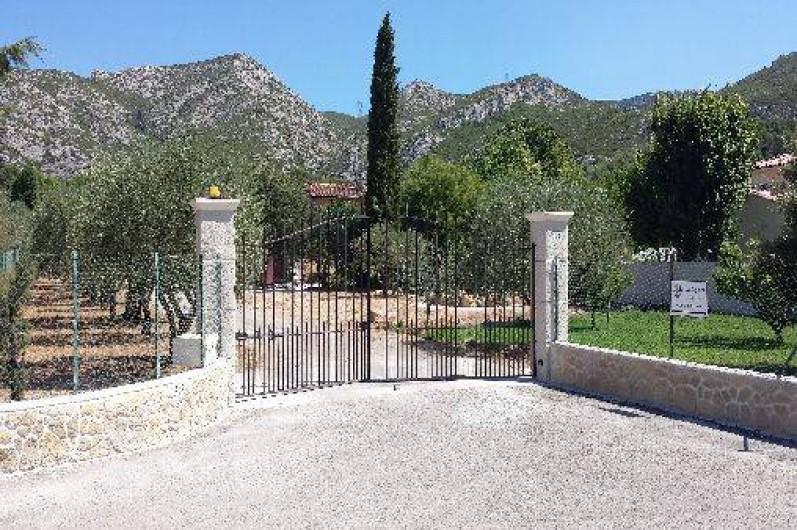Location de vacances - Gîte à Gémenos - Entrée de la propriété