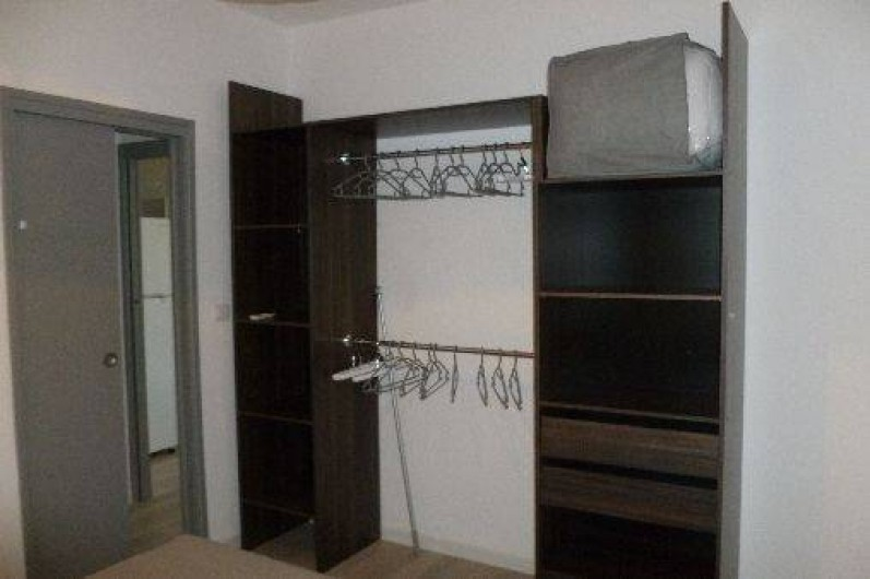 Location de vacances - Gîte à Gémenos - Dressing chambre T2