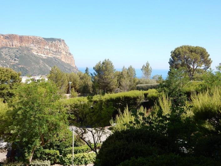 Location de vacances - Appartement à Cassis - Vue de l'appartement sur la mer et Cap Canaille