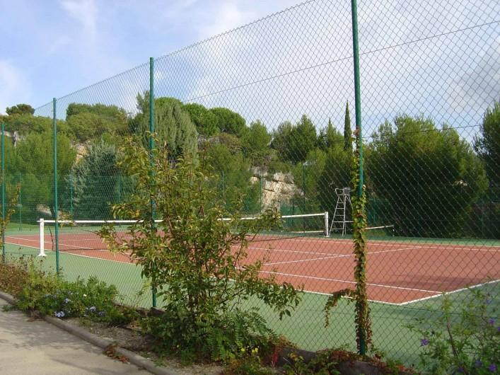 Location de vacances - Appartement à Cassis - l'un des 2 tennis