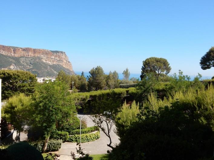 Location de vacances - Appartement à Cassis - La résidence et son magnifique parc