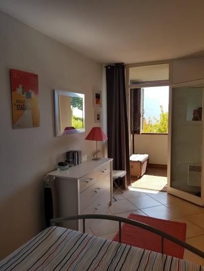 Location de vacances - Appartement à Cassis - Vue de la chambre principale