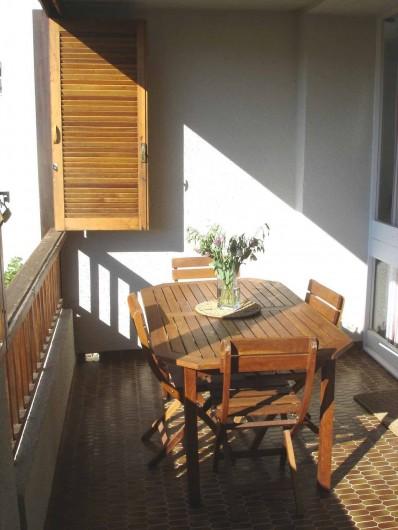 Location de vacances - Appartement à Cassis - la loggia côté dejeuner