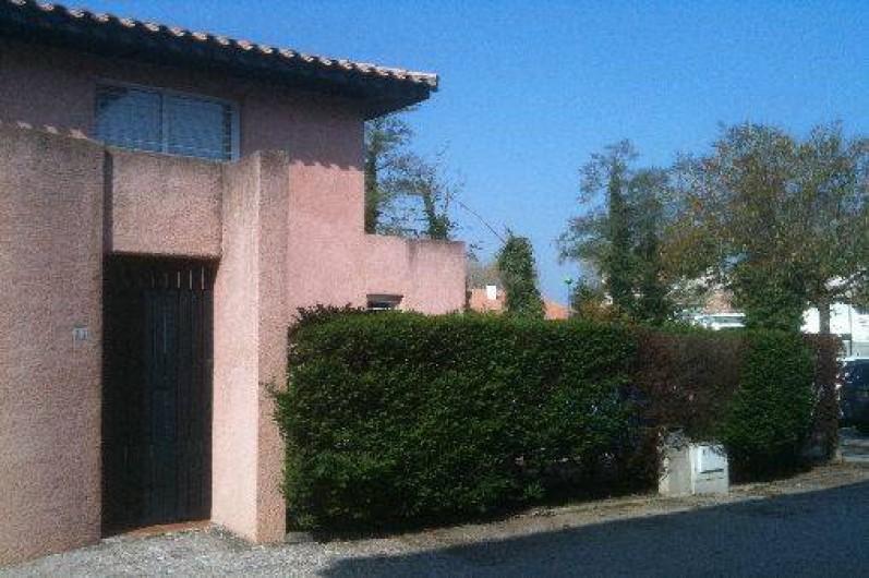 Location de vacances - Villa à Saint-Cyprien - L'entrée de l'extérieur vers la terrasse