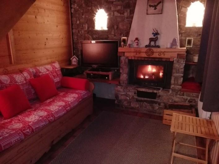 Location de vacances - Appartement à Peisey-Nancroix - Le salon et sa cheminée